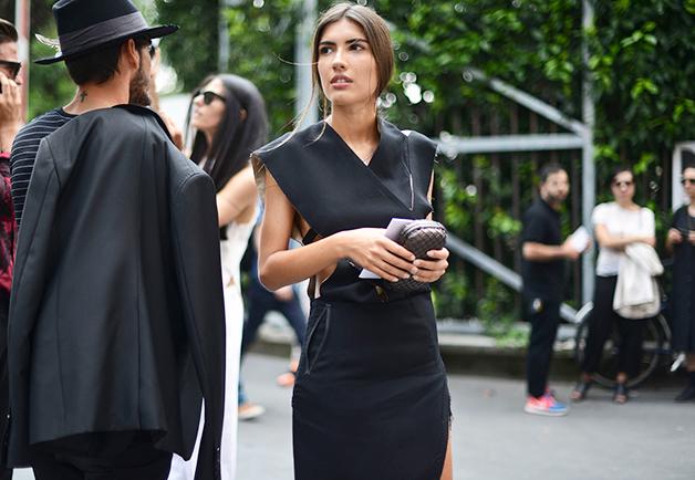 1404153941883 women street style paris fashion week ss2015 01 Street Style: Žene na muškoj Nedelji mode