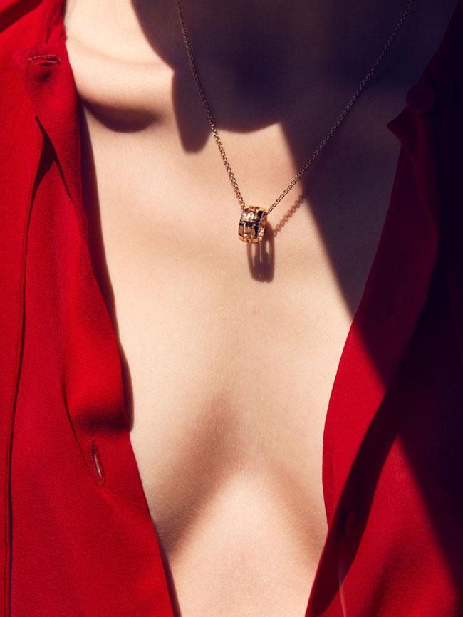 Duge oglice4 Letnji stil: Dugi lančići i otkopčani dugmići