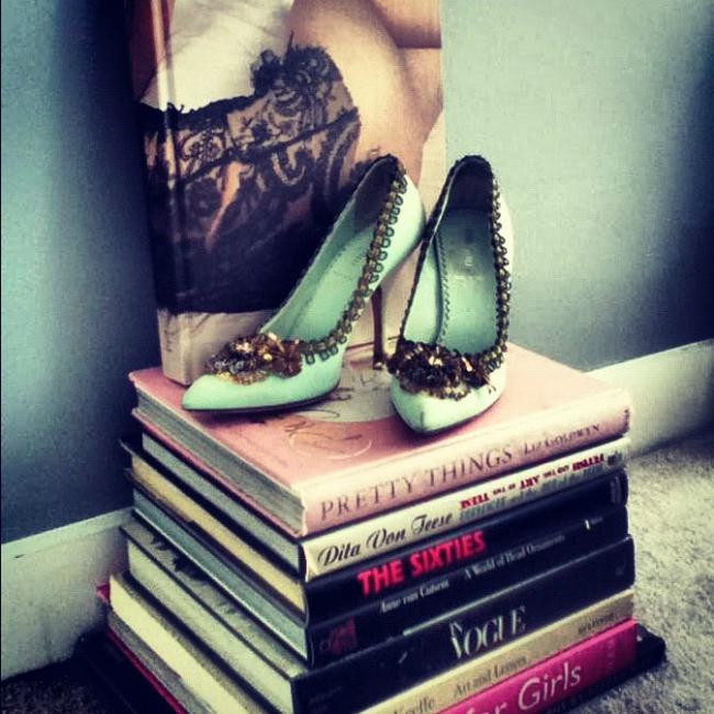 Kjnige Tips of the Week: Gde god nađeš zgodno mesto tu cipele stavi