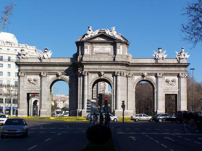 Puerta de Alcala Vodič kroz Madrid: Mesta koja bi trebalo posetiti