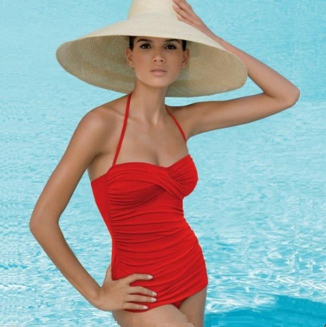 Upadljivo i elegantno Trendovanje: Retro kupaći kostimi