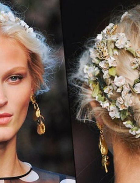 Beauty trik: Kako da sklonite kosu sa lica tokom letnjih dana