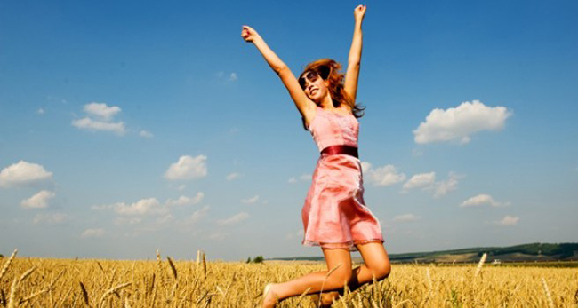 sreca Srećni i zadovoljni: 10 načina kako da budete srećniji u dvadesetim