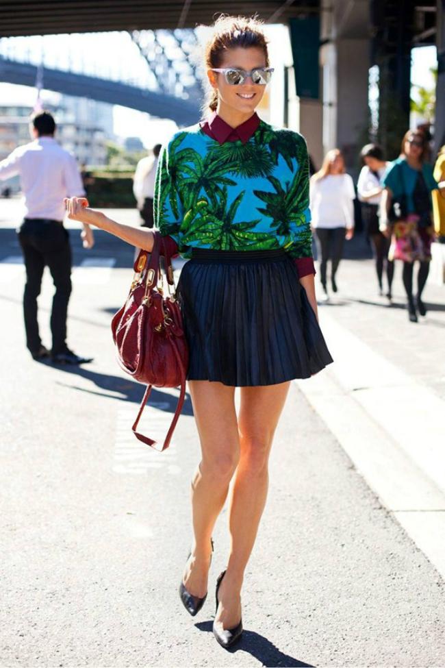 street style tropical print pleated dress Street Style: 10 načina da nosite tropske dezene!