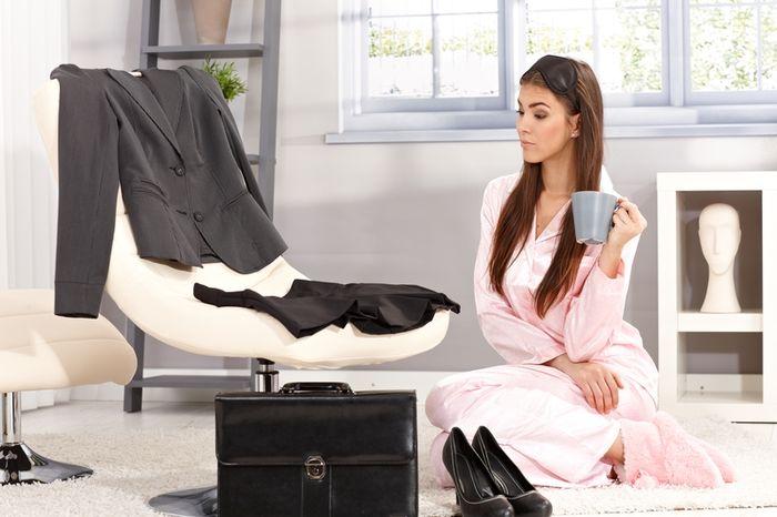 zena praca inteligencia okuliare biznis vyber oblecenia dreamstime 3 Uštedite vreme: Obuci se lepše, a za manje vremena