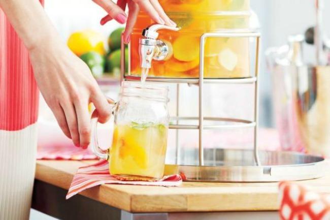 7 osvezavajucih napitaka za leto caj od breskve Osveženje u čaši: Sedam napitaka za leto