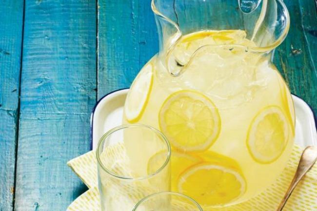 7 osvezavajucih napitaka za leto limunada Osveženje u čaši: Sedam napitaka za leto