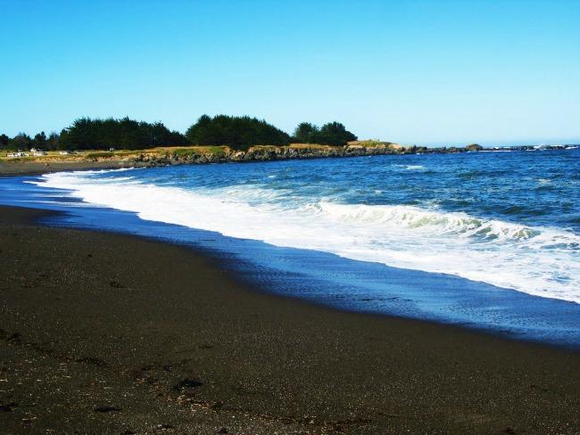Crna plaža Zadivljujući crni pesak: Plaže iz snova