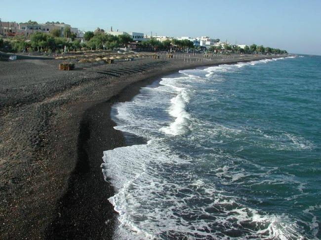 Kamari plaža Zadivljujući crni pesak: Plaže iz snova
