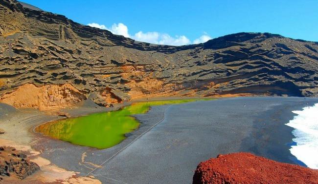 Lago Verde Zadivljujući crni pesak: Plaže iz snova