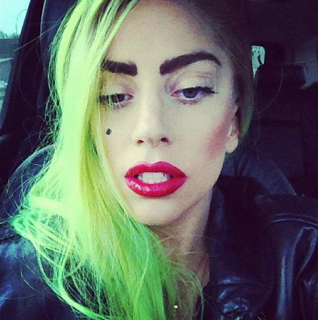 Lejdi Gaga Duga u kosi: Lude boje samo za smele!