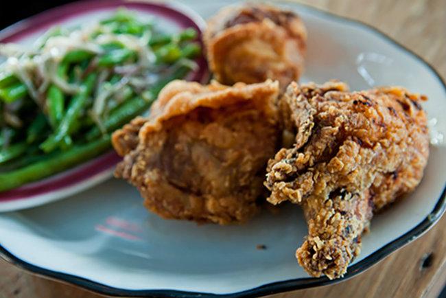 Recept Pohovana piletina Nedeljni ručak: Kako pripremiti pohovanu piletinu da bude sočna