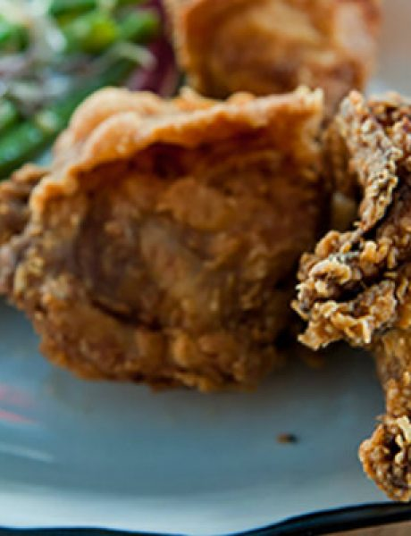 Nedeljni ručak: Kako pripremiti pohovanu piletinu da bude sočna