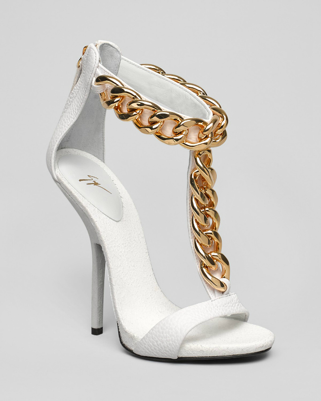Zanoti bele sandale Tips of the Week: Šik u belim cipelama