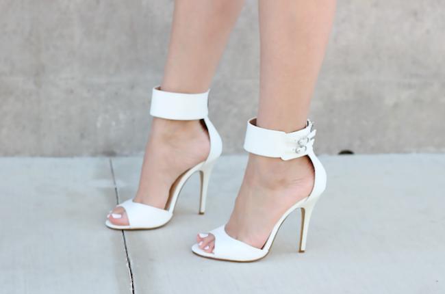 bele sandale Tips of the Week: Šik u belim cipelama