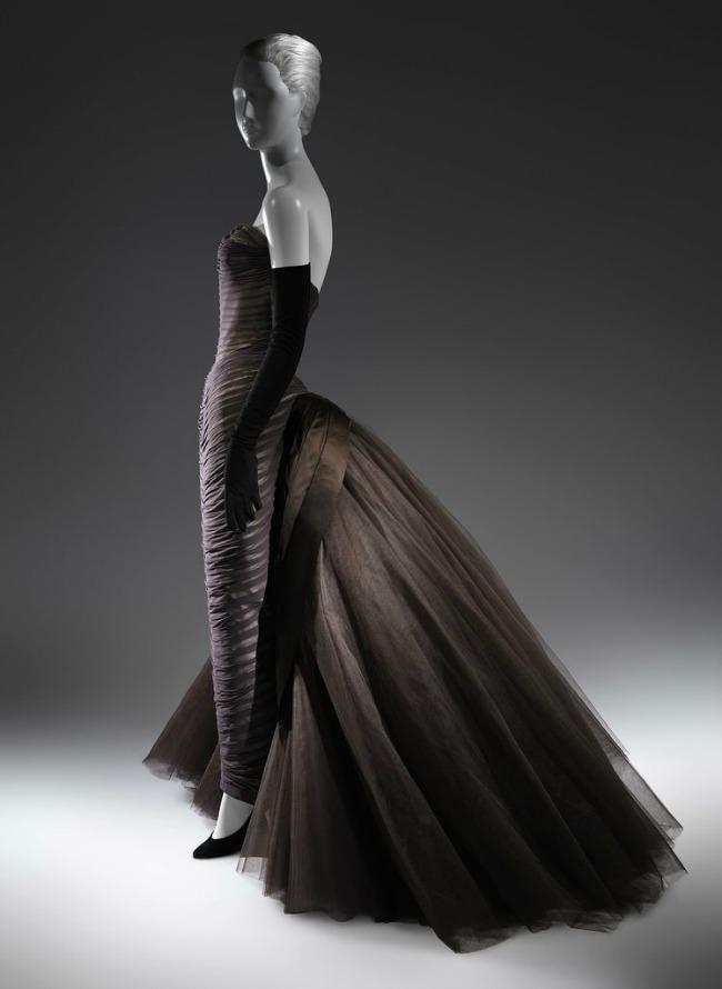 beyond fashion izlozba kostima carlsa dzejmsa baterflaj efekat Beyond Fashion: Izložba toaleta Čarlsa Džejmsa