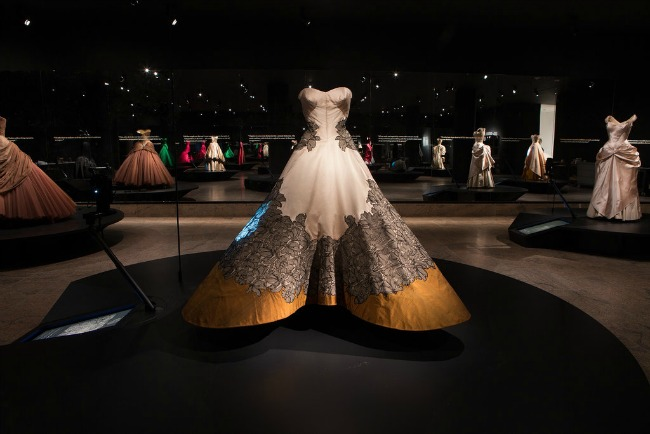 beyond fashion izlozba kostima carlsa dzejmsa dzozefin aberkrombi Beyond Fashion: Izložba toaleta Čarlsa Džejmsa