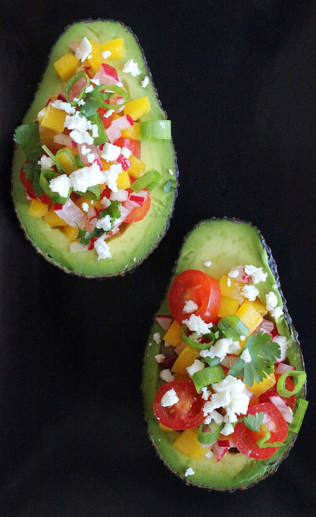 hrani se zdravo obroci koji imaju manje od 500 kalorija salata u ljusci avokada Hrani se zdravo: Obroci koji imaju manje od 500 kalorija