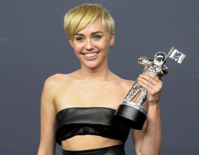ko su dobitnici vma nagrada majli sajrus Ko su dobitnici VMA nagrada?