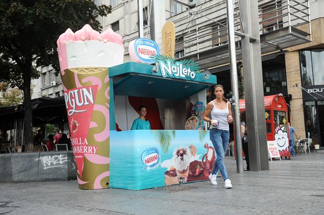 """nestle Poznati se zasladili u Nestlé kućici sladoleda"""" na Trgu republike"""