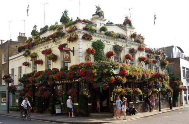 oko sveta najpoznatiji pabovi londona the churchill arms Oko sveta: Najpoznatiji pabovi Londona
