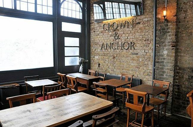 oko sveta najpoznatiji pabovi londona the crown and anchor Oko sveta: Najpoznatiji pabovi Londona