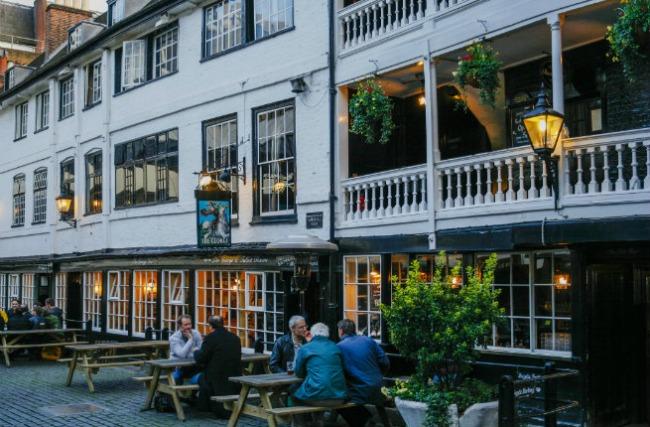 oko sveta najpoznatiji pabovi londona the george inn Oko sveta: Najpoznatiji pabovi Londona