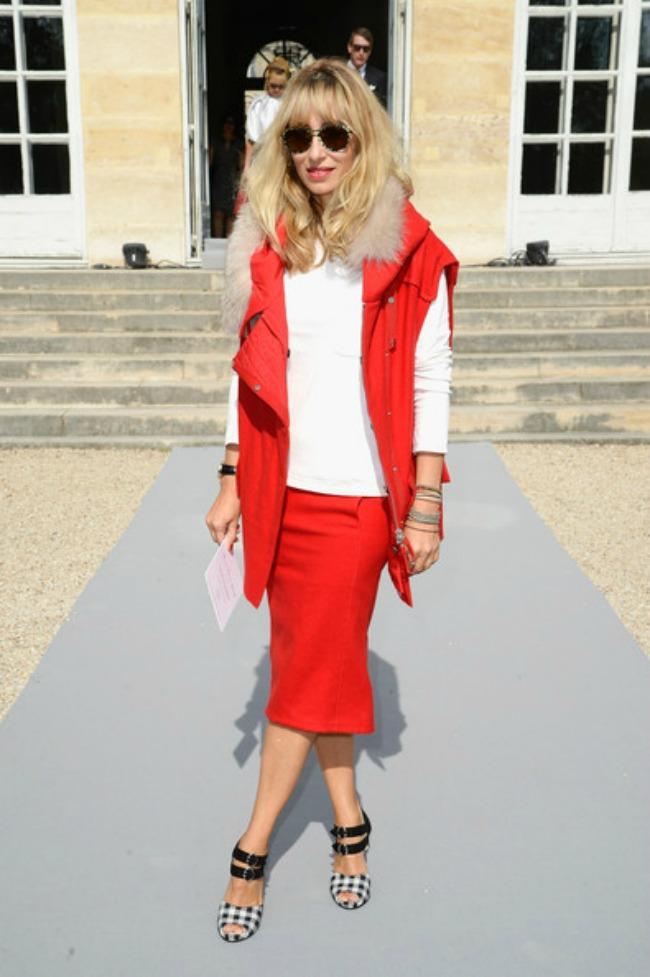 street style aleksandra golovanof crveno bela kombinacija2 Najbolje odevne kombinacije novinarke Aleksandre Golovanof