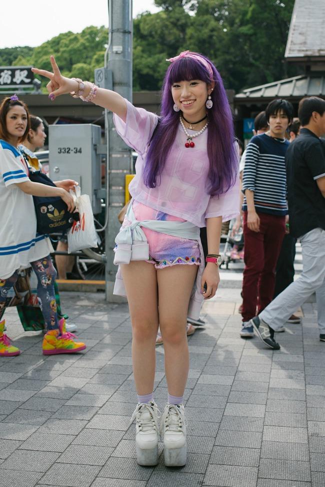 street style moda na ulicama tokija ljubičasta Street Style: Moda na ulicama Tokija