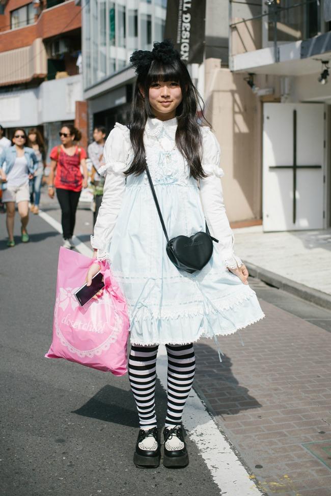 street style moda na ulicama tokija zanimljiva crno bela kombinacija Street Style: Moda na ulicama Tokija
