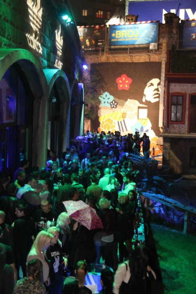 Galerija STAB posle otkrivanja murala Gosti žurke zajednički dizajnirali adidas patike
