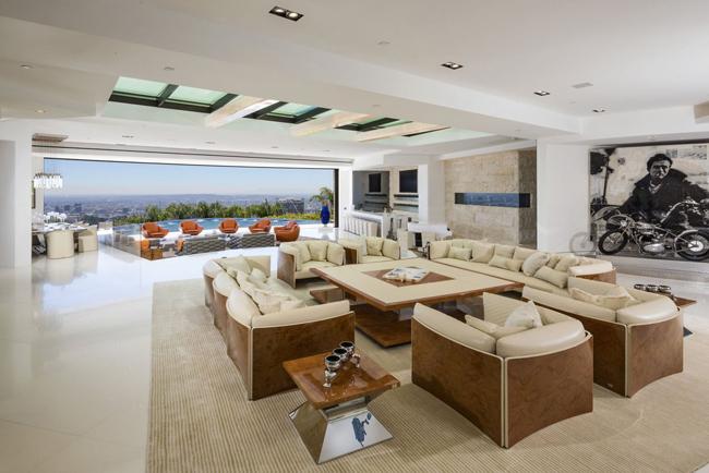 dnevna soba1 Kuće bogatih: Zamak na Malibu obali