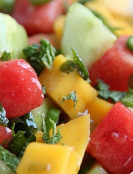 Egzotična salata od lubenice, manga i krastavca
