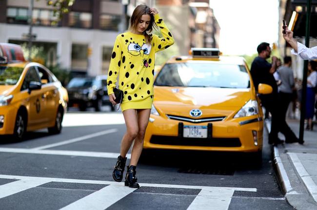 haljina sundjer bob Street style na njujorškoj Nedelji mode