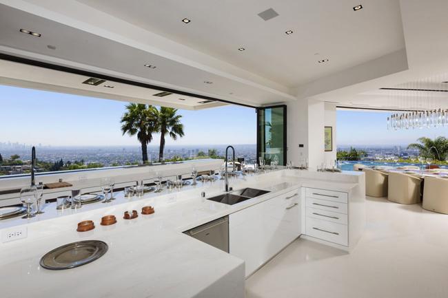 kuhinja11 Kuće bogatih: Zamak na Malibu obali