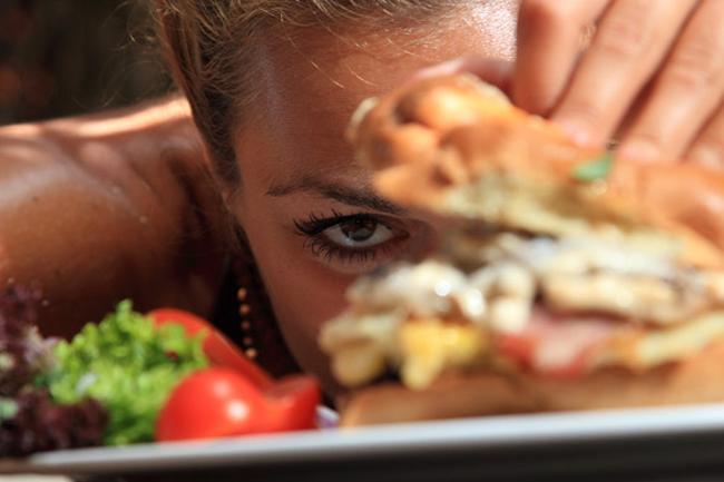 prejedanje Loše navike koje vas vode u depresiju