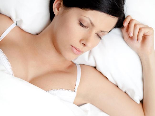 spavati sa grudnjakom Zablude o spoju grudnjaka i spavanja