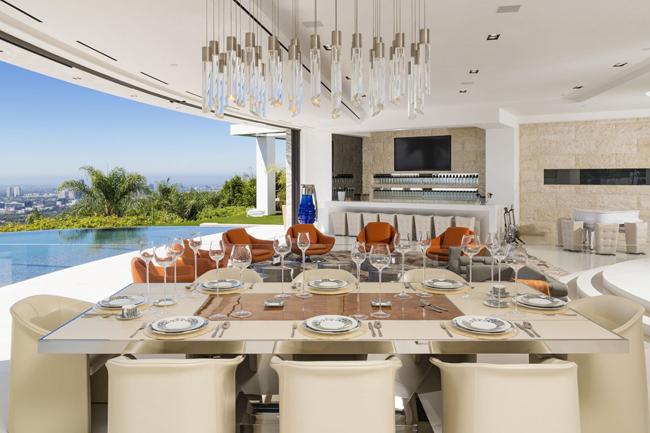 trpezarija za osmoro gosziju Kuće bogatih: Zamak na Malibu obali