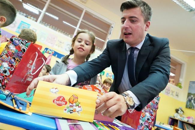 Bambi Povratak u skolu Nemanja Brkovic 1 Bambi slatki paketići za đake prvake
