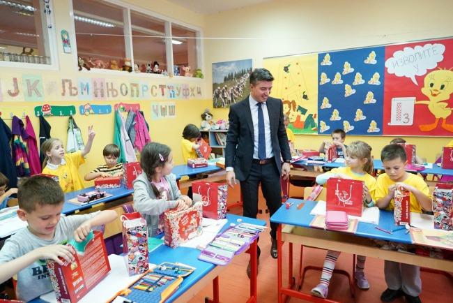 Bambi Povratak u skolu Nemanja Brkovic 4 Bambi slatki paketići za đake prvake