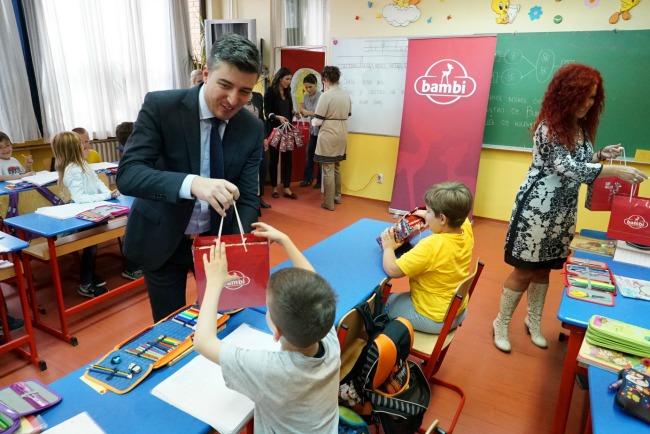 Bambi Povratak u skolu Nemanja Brkovic 5 Bambi slatki paketići za đake prvake