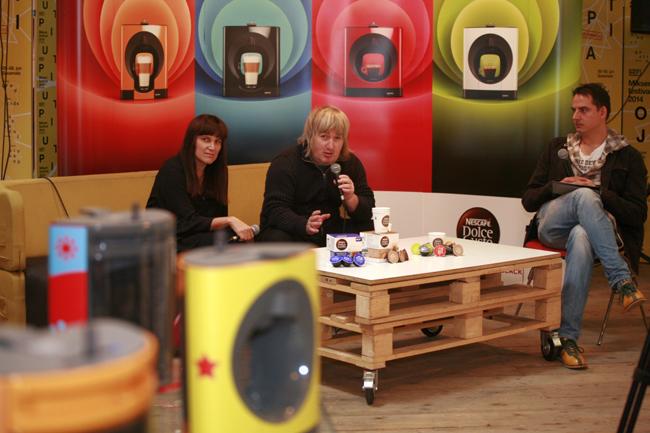 Predstavljanje Nescafé Dolce Gusto Oblo aparata za kafu Maja Lalić Uroš Đurić i Zoran Kesić Predstavljen novi aparat za kafu NESCAFÉ Dolce Gusto Oblo