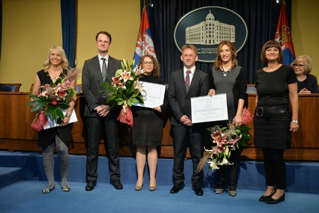 dobitnice sa cvećem Dodeljene stipendije Za žene u nauci