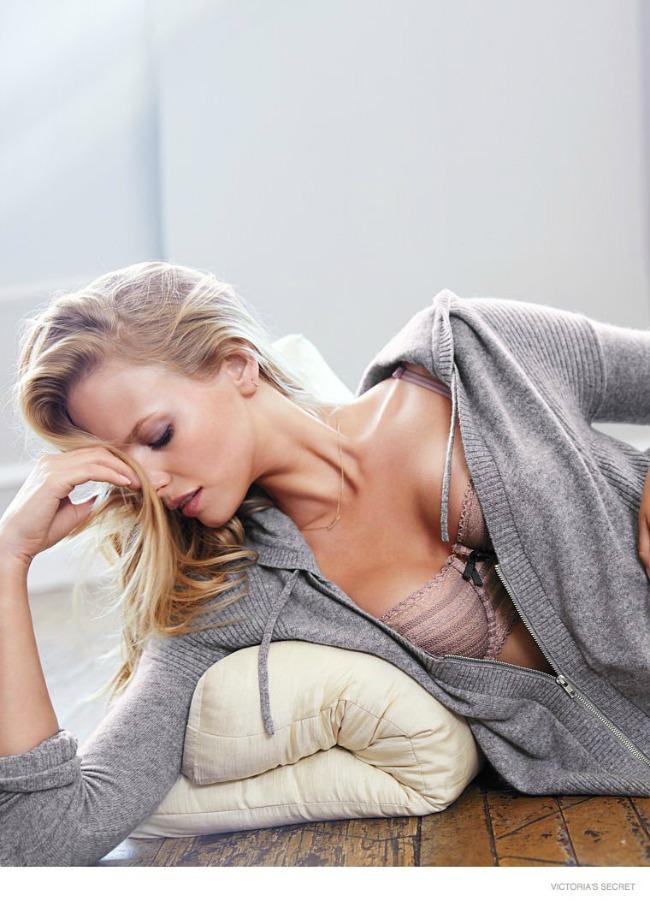 modne vesti mango karolina kurkova i victorias secret nova kolekcija dzempera Modne vesti: Mango, Karolina Kurkova i Victorias Secret