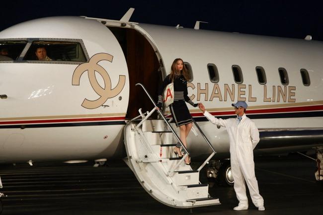 najspektakularnije revije modne kuce chanel aerodrom santa monika Najspektakularnije revije modne kuće Chanel