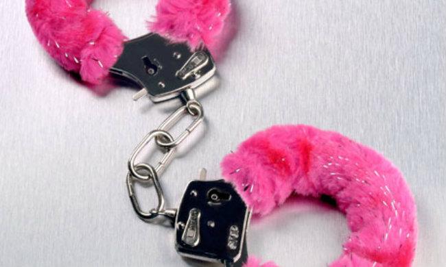 pink handcuffs 008 Besramni vodič za kupovinu seks igračaka