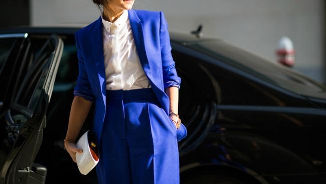 plavi autfit Bojama do posla: Šta obući za razgovor za posao