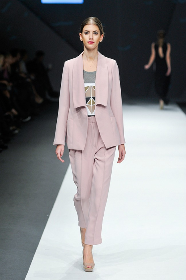 tijana zunic predstavila nove kreacije na beogradskoj nedelji mode odelo Tijana Žunić predstavila nove kreacije na beogradskoj Nedelji mode