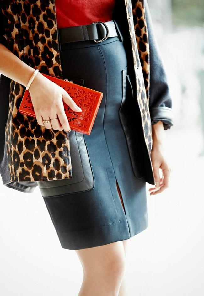 trend alarm nosite crveno ove jeseni crvena clutch torbica Trend alarm: Nosite crveno ove jeseni