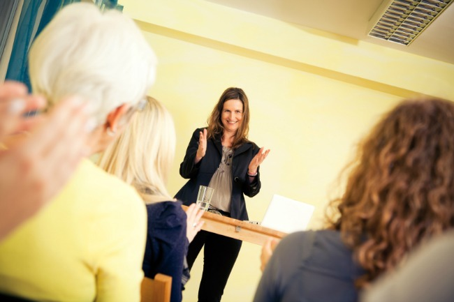 woman seminar leader1 Mesečni horoskop za novembar: Devica